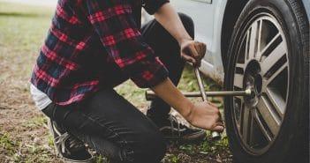 changer pneu crevé