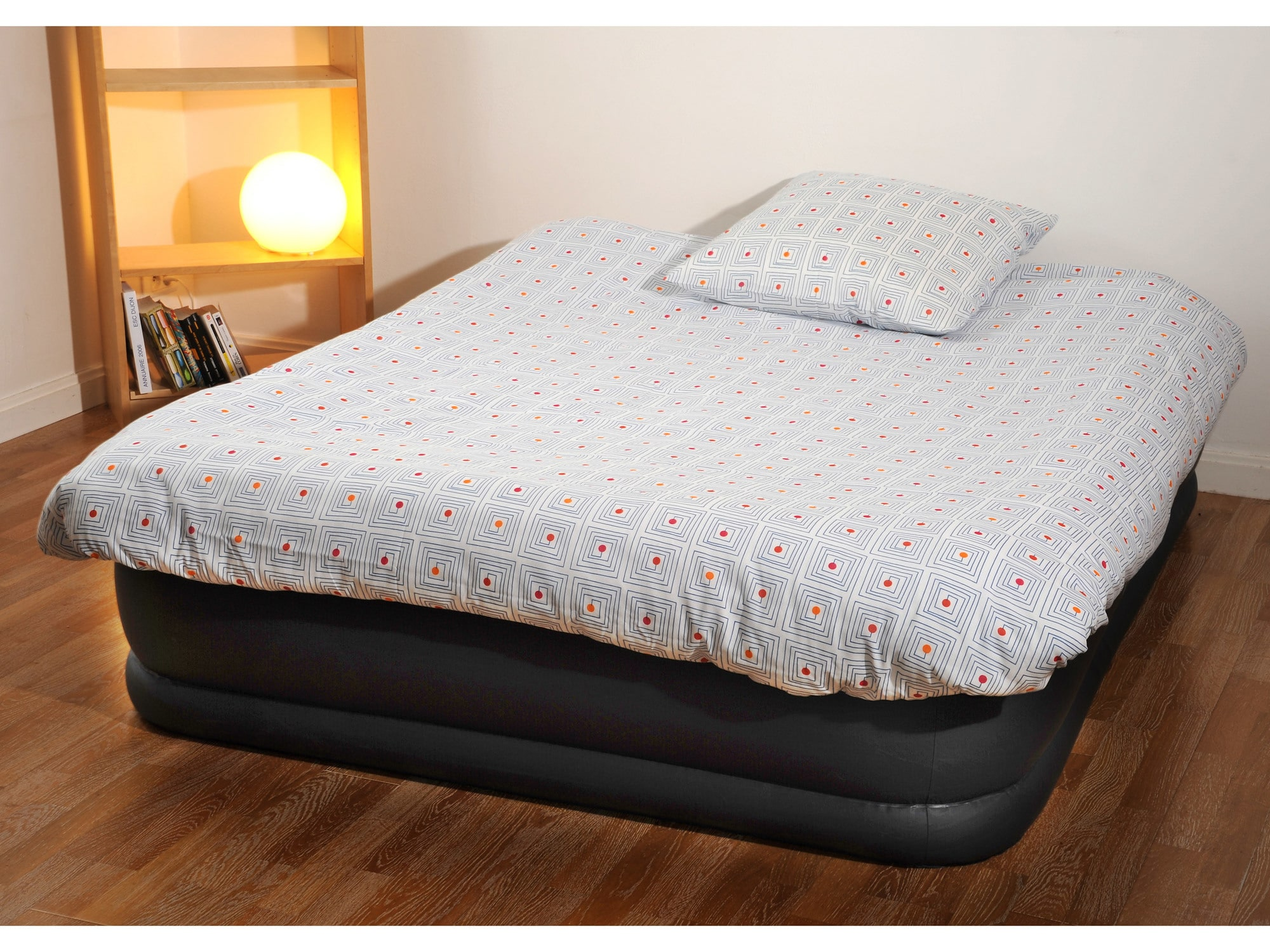 les matelas gonflables de la marque intex startup caf. Black Bedroom Furniture Sets. Home Design Ideas