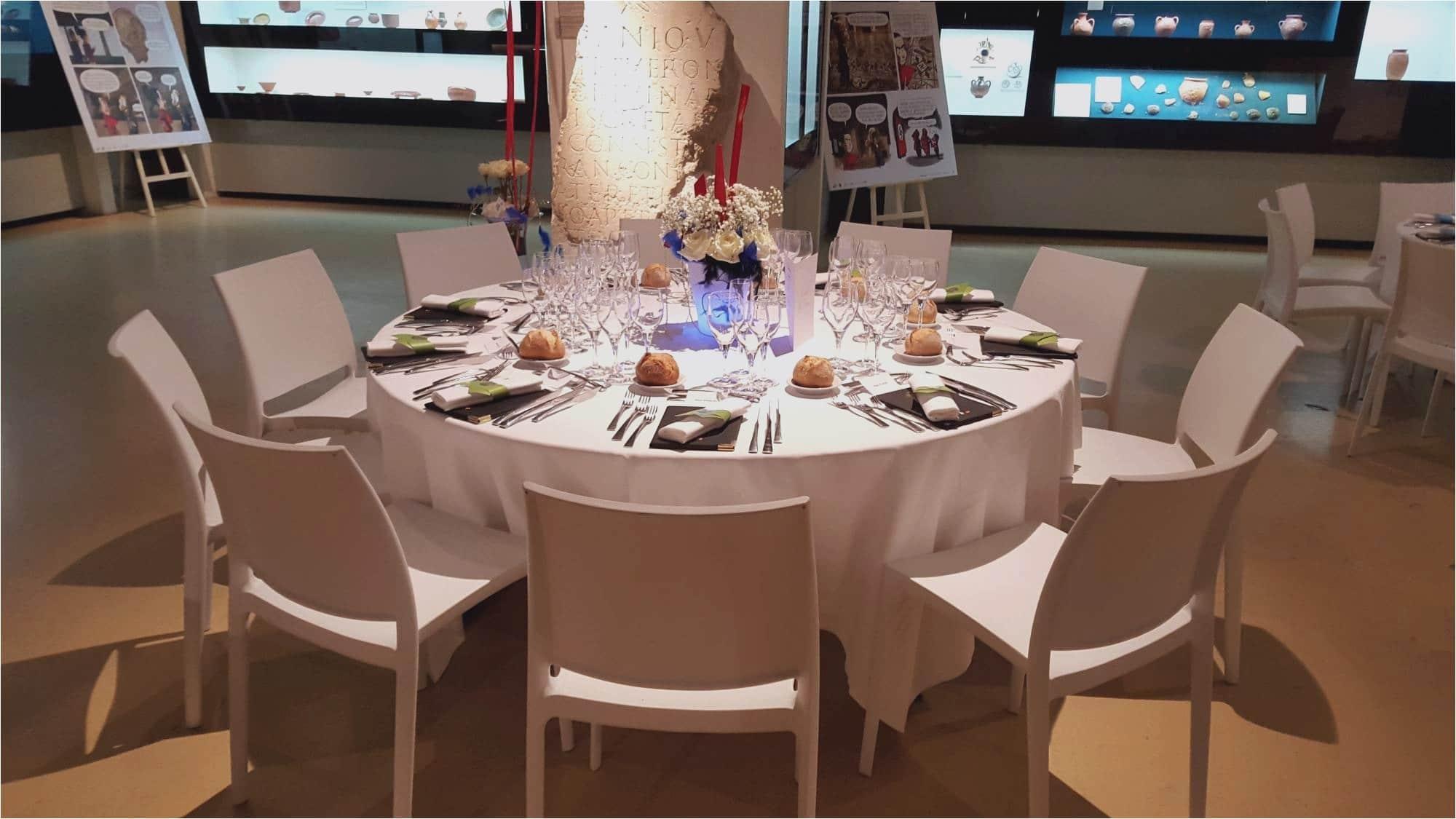 Une table de réception dressée pour un événement spécial