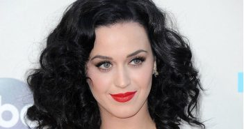 Katy Perry tout sur sa biographie